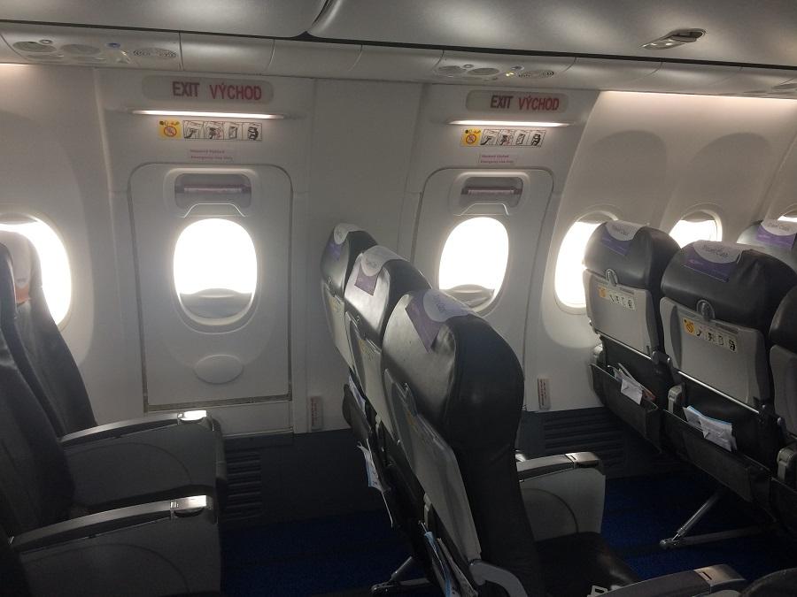 Okenné núdzové východy na boeingu 737-800
