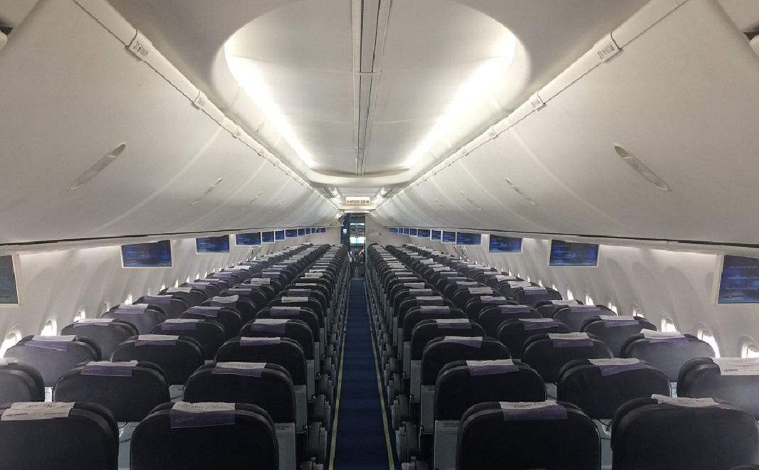 Kabína lietadla Boeing 737-800 (Sky interiér s monitormi)